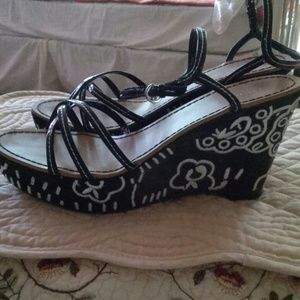 Shoes - Black and white wedge sandal